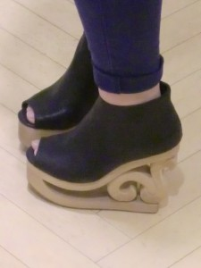 128c77e21a3cf86ca55b8ccdb2033e43 225x300 『JeffreyCampbell/ジェフリーキャンベル★スケート靴!?』