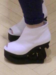 a67b2b4d48aabdc16c433acf2a395405 225x300 『JeffreyCampbell/ジェフリーキャンベル★スケート靴!?』