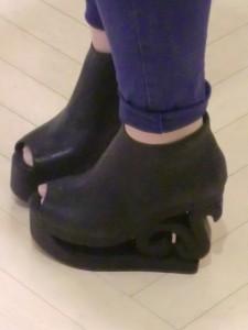 a8e7245757ba281269dd05c81fdb8dd1 225x300 『JeffreyCampbell/ジェフリーキャンベル★スケート靴!?』