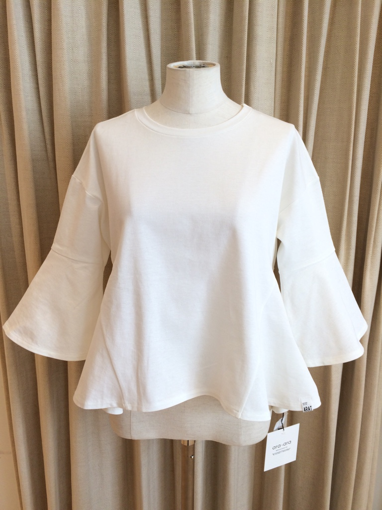 IMG 1453 【ara ara/アラアラ】ホワイトカラーで春を先取り!ぺプラムフレアTシャツ入荷☆