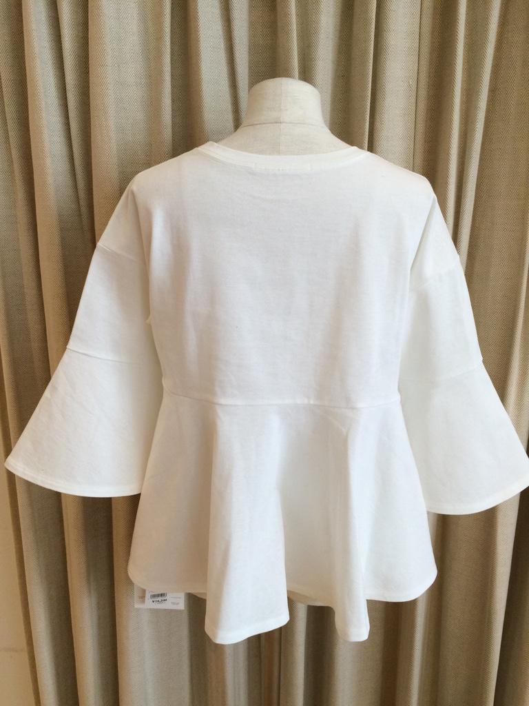 IMG 1454 【ara ara/アラアラ】ホワイトカラーで春を先取り!ぺプラムフレアTシャツ入荷☆